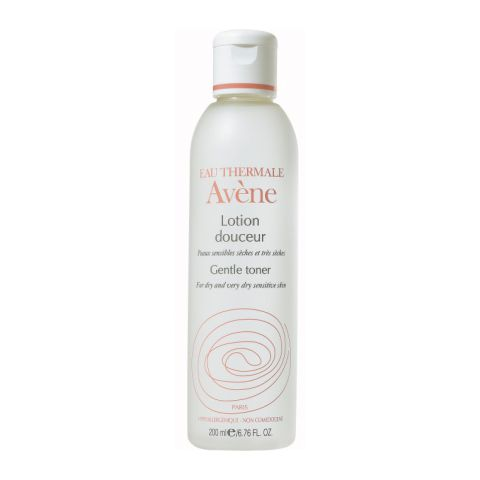 Авен Мягкий лосьон  (Флакон 200 мл)Уход за чувствительной кожей<br>Avene Lotion gentle toner (Авен Мягкий лосьон) для сухой, чувствительной кожи.<br>Мягкий лосьон Avene Lotion gentle toner имеет двухфазную структуру: жидкая фаза на 98% состоит из уникальной термальной воды Avene, а твердая – представляет собой силикаты, производные стеариловой кислоты. Лосьон идеально подходит для завершения макияжа, бережно очищает и защищает кожу. Avene Lotion gentle toner хорошо переносится даже сверхчувствительной кожей, поскольку не содержит спирта. Использование средства смягчает, успокаивает кожу, возвращая ей комфорт.<br>Активные компоненты:<br>термальная вода Avene проявляет смягчающее и противораздражительное действие, помогает избавиться от чувства стянутости и сухости кожи;<br>силикаты (производные стеариловой кислоты)образуют тончайшую защитную пленку, не позволяя агрессивным факторам внешней среды травмировать кожу.<br><br>Объем мл: 200<br>Тип кожи: сухой, чувствительной