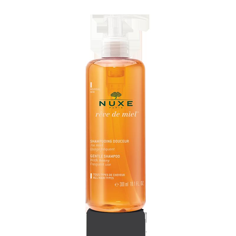 Нюкс Рэв Дэ Мьель Мягкий шампунь (Флакон с помпой 300 мл)Шампуни и бальзамы для волос<br>Nuxe Reve De Miel Gentle Shampoo (Нюкс Рев Де Мьель мягкий шампунь) для кожи всех типов.<br>Шампунь на натуральной растительной основе бережно очищает волосы и кожу головы. Благодаря увлажняющим, смягчающим, антибактериальным и успокаивающим компонентам он подходит для ежедневного применения.<br>Ваши волосы будут легкими, шелковистыми и сияющими, а кожа – здоровой.<br>Активные компоненты:<br>кокамидопропилбетаин и коко-глюкозид (мягкие ПАВ из кокоса) образуют нежную пену, удаляют загрязнения и кожный жир, смягчают волосы и облегчают их расчесывание;<br>мед – антисептик и антиоксидант, стимулирует регенерацию клеток, питает, увлажняет и восстанавливает кожу и волосы, нормализует работу сальных желез;<br>бензоат натрияуничтожает бактерии, микроорганизмы и грибки;<br>глицерил олеатукрепляет кожный иммунитет, восстанавливает липидную защиту;<br>кокоамфоцетат натрия очищает, кондиционирует;<br>Polyquaternium-7 – антистатик, делает волосы более мягкими, сияющими, прочными и послушными.<br>Гипоаллергенно. Не раздражает кожу, не щиплет при попадании в глаза.<br><br>Объем мл: 300<br>Тип кожи: всех типов
