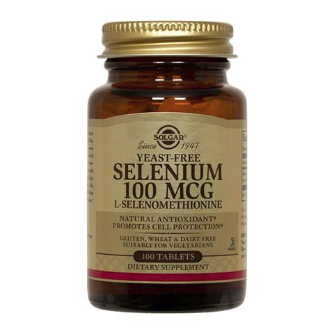 Солгар Селен 100 мг (100 таблеток)Здоровье<br>Solgar Selenium 100 mcg Tablets (Солгар Селен 100 мг) для продления молодости, профилактики сердечно-сосудистых заболеваний, бесплодия у женщин и мужчин.<br>Биологически активная добавка Solgar Selenium 100 mcg Tablets содержит селен в легкоусвояемой хелатной форме. Этот микроэлемент оказывает ярко выраженное антиоксидантное и иммуностимулирующее действие, нормализует гормональный баланс, нормализует уровень холестерина в крови и артериальное давление. Поэтому прием таблеток Солгар Селен 100 мг замедляет процессы возрастного старения организма, повышает способность мужчин и женщин к зачатию детей, существенно уменьшает риск болезней сердца и сосудов.<br>Активные компоненты:<br>селен (L-селенометионин) защищает клетки от повреждений свободными радикалами, активизирует иммунную систему, улучшает работу щитовидной железы, укрепляет сердце, препятствует образованию склеротических бляшек в сосудах и развитию гипертонии, очищает организм от токсинов и солей тяжелых металлов,  проявляет противоаллергические и противораковые свойства;<br>кальций и фосфат кальция ускоряют обмен веществ, обеспечивают профилактику атеросклероза, регулируют артериальное давление;<br>фосфор необходим для поддержания здоровья сердца, синтеза белков и клеточного энергетического обмена.<br>Без молочных продуктов, сои, сахара, натрия, искусственных ароматизаторов, подсластителей, консервантов.<br>Кошерный продукт.<br><br>Тип кожи: всех типов