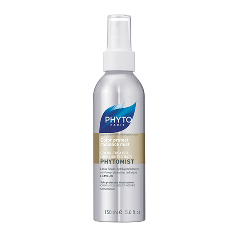 Фито Фитомист Спрей увлажняющий (Флакон с дозатором 150 мл)Маски для волос<br>Оживляющее и увлажняющее средство для сухих, окрашенных или подвергшихся любым химическим воздействиям волос. Фитомист – эффективно увлажняет волосы и надолго сохраняет яркость цвета окрашенных волос.<br>Цветы белого лотоса: белый лотос - водный цветок, богатый растительными протеинами. Его роль в средстве - поддерживать уровень увлажнения волосяного ствола.<br>Гидролизат кератина: кератиин - основной жизненный элемент волоса. Это волокнистый протеин, состоящий из аминокислот. В процессе гидролиза они изолируются для того, чтобы фиксироваться на волосяном стволе, восстанавливая его по всей длине. Его роль в средстве: обволакивающий, восстанавливающий эффект для безжизненных волос.<br>Фотозащитный экстракт, полученный из цветов подсолнуха. Его свойства: атниокислительное, антирадикальное. Его роль в средстве: предохранять и защищать от солнца.<br>Компонент против загрязнений: экстракт красных водорослей. Богат олигоэлементами, гарантирует поставку кальция, магния, железа и других важных компонентов. Его роль в средстве - защитить волосяной ствол от городских агрессий (табак, тяжелые металлы).<br><br>Объем мл: 150<br>Тип кожи: всех типов