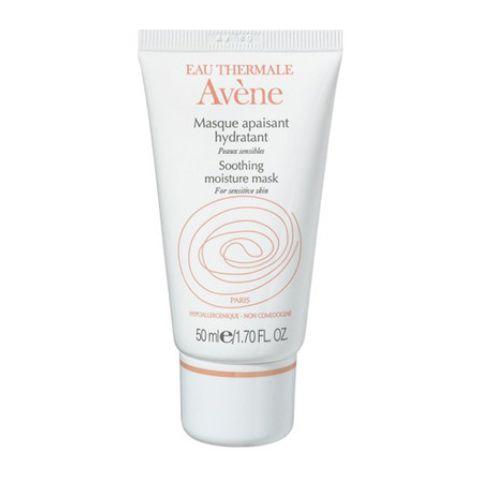 Авен Маска успокаивающая увлажняющая  (Туба 50 мл)Маски для лица<br>Avene Soothing moisture mask (Авен Маска успокаивающая увлажняющая) для всех типов, чувствительной кожи.<br>Маска Avene Soothing moisture mask интенсивно увлажняет кожу, моментально возвращая ей здоровый, сияющий вид. Кожный покров быстро восстанавливается, получает необходимое питание, уходят чувство стянутости, раздражения, шелушение, заживают микротрещинки.<br>Маска успокаивающая увлажняющая Avene Soothing moisture mask подходит для восстановления кожи после воздействия агрессивных факторов внешней среды, химического пилинга, для лечения солнечных ожогов и предотвращения гиперпигментации.<br>Активные компоненты:<br>термальная вода Aveneсмягчает, успокаивает кожу, борется с раздражениями, возвращает ощущение комфорта;<br>масло картамаувлажняет, способствует удержанию кожей влаги, питает, смягчает, проявляет антиоксидантное действие.<br><br>Объем мл: 50<br>Тип кожи: всех типов, чувствительной