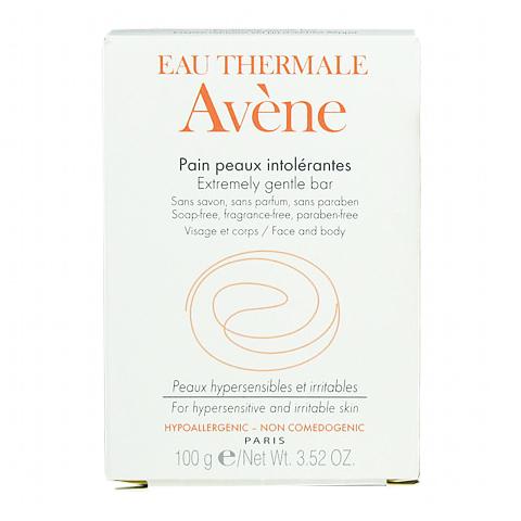 Авен Мыло для сверхчувствительной кожи (Плитка 100 г)Уход за лицом<br>Avene Pain Peaux Intol?rantes (Авен Мыло для сверхчувствительной кожи) для всех типов кожи, в том числе чувствительной. <br>Благодаря мягкой формуле без мыла и ароматизаторов Avene Pain Peaux Intol?rantes прекрасно переносится гиперчувствительной кожей лица и тела, а также слизистой интимной зоны. Нежные моющие компоненты бережно очищают, не нарушая гидролипидный баланс и естественный уровень рН эпидермиса. Ценные масла ши и сладкого миндаля, а также запатентованный компонент Parcerine® питают, успокаивают и восстанавливают кожу. Использование Авен Мыла для сверхчувствительной кожи поможет снизить реактивность и защитить дерму от негативного воздействия внешних агрессивных факторов.<br>Активные компоненты: <br>мягкие ПАВ бережно очищают кожу, предотвращая раздражение и сухость; <br>Parcerine® и термальная вода Авен устраняют раздражение, снижают реактивность кожи; <br>масло ши защищает, восстанавливает, питает; <br>масло сладкого миндаля питает, смягчает, успокаивает, разглаживает кожу.<br><br>Тип кожи: всех типов, чувствительной