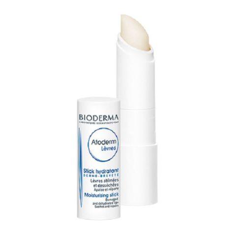 Биодерма Атодерм Стик для губ (Стик 4 г)Уход за губами<br>Активные компоненты смягчают кожу губ.<br>Защищает губы от воздействия внешних факторов (в первую очередь метеорологических).<br>Текстура стика адаптирована для чувствительной и атопичной кожи губ.<br>Содержит гипоаллергенный ароматизатор (малина).<br><br>Тип кожи: сухой