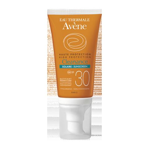 Авен Клинанс Солнцезащитная эмульсия SPF 30  (Туба 50 мл)Уход за жирной и проблемной кожей<br>Avene Cleanance high protection SPF 30 (Авен Клинанс Солнцезащитная эмульсия SPF 30) для жирной, комбинированной, проблемной кожи.<br>В отзывах о Авен Клинанс Солнцезащитной эмульсии SPF 30 отмечается, что она не только обеспечивает высокую степень защиты от негативного воздействия UVА и UVB лучей, но и хорошо матирует лицо. Себорегуляторы снижают активность сальных желез, антисептики и бактериостатики препятствуют развитию воспалений.<br>Активные компоненты:<br>запатентованный комплекс SunSitive поглощает весь опасный спектр солнечного излучения, не вызывая раздражения кожи;<br>термальная вода Avene глубоко увлажняет кожу, предотвращает раздражение и воспаление;<br>тыквенное масло защищает от фотостарения, нормализует синтез себума, борется с угревой сыпью;<br>кремнезем устраняет жирный блеск, подавляет развитие патогенной микрофлоры;<br>глюконат цинка улучшает гидробаланс и барьерные свойства кожи, препятствует появлению акне;<br>ксантановая камедь защищает кожу от обезвоживания и внешнего инфицирования.<br>Отзывы о Авен Клинанс Солнцезащитной эмульсии SPF 30 подтверждают ее эффективность. Но для кожи с серьезными проблемами одного средства может оказаться недостаточно. В этом случае уход за лицом рекомендуется дополнить другими продуктами из линии Avene Cleanance. Их бесплатно помогут подобрать профессиональные косметологи интернет-магазина Перфектория – консультации предоставляются по телефону и в онлайн-чате.<br>На нашем сайте также можно почитать отзывы о Авен Клинанс Солнцезащитной эмульсии SPF 30 наших покупателей. Если вы решили заказать эту и/или другую косметику, поместите выбранные товары в корзину, заполните и отправьте электронный бланк заказа. Также можно оформить заказ по телефону или в онлайн-чате. Доставка – по РФ и СНГ, в каждой посылке – подарки!<br><br>Объем мл: 50<br>Тип кожи: жирной, комбинированной, проблемной