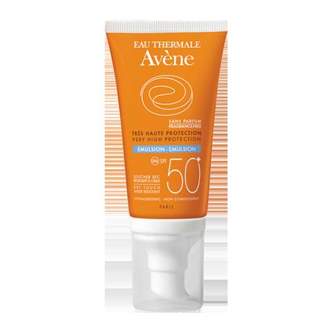 Авен Эмульсия солнцезащитная SPF 50+ без отдушек (Туба с дозатором 50 мл)Средства для защиты от солнца<br>Avene Solaires Peaux Sensibles Sans Parfum Emulsion SPF 50+ (Авен Эмульсия солнцезащитная SPF 50+ без отдушек) для чувствительной кожи нормального и комбинированного типа.<br>Эмульсия Авен без отдушек обеспечивает эффективную защиту от коротких и длинных УФ-лучей даже для гиперчувствительной кожи, склонной к ожогам, при риске фотосенсибилизации, для предотвращения появления пигментных пятен. Средство рекомендуется для смешанной и нормальной кожи, подверженной интенсивному солнечному излучению.<br>Запатентованный комплекс активных компонентов «SunSitive» обеспечивает безопасную защиту от солнца. Avene Solaires Peaux Sensibles Sans Parfum Emulsion SPF 50+ содержит смягчающие и увлажняющие компоненты, что делает кожу нежной и бархатистой. Эмульсия обладает 100% фотостабильностью и отличной водостойкостью. Благодаря экстракту семян тыквы эмульсия влияет на уровень выработки себума и предотвращает проблемы, которые могут возникнуть у людей с комбинированной и жирной кожей после пребывания на солнце. Средство с нежной, нежирной текстурой, легко наносится.<br>Туба с дозатором очень удобна в использовании.<br>Активные компоненты:<br>термальная вода Avene успокаивает и смягчает кожу, снимает раздражение;<br>диоксид титана является высокоэффективным минеральным солнцезащитным экраном;<br>пре-токоферил(предшественник витамина Е)активизирует защитные функции эпидермиса, препятствует фотостарению;<br>экстракт семян тыквы регулирует выработку кожного сала, придает жирным участкам кожи матовость.<br><br>Объем мл: 50<br>Тип кожи: комбинированной, нормальной, чувствительной