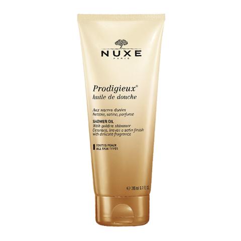 Нюкс Продижьёз Масло для душа (Туба 200 мл)Очищающие средства для тела<br>Nuxe Prodigieux Shower Oil (Нюкс Продижьёз Масло для душа) для всех типов кожи.<br>Нюкс Продижьёз Масло для душа с золотистыми перламутровыми частицами мягко очищает кожу благодаря своей прекрасной и шелковистой пене, которая оставляет на коже легкое сияние и благоухание. Легендарный аромат, узнаваемый из тысячи духов, и изысканная текстура подарят невероятное удовольствие от использования. <br>Активные компоненты:<br><br>Масло миндаля питает, придает мягкость и комфорт;<br>Мягкие очищающие компоненты бережно удаляют загрязнения с кожи, не раздражая ее;<br>Витамин Е оказывает антиоксидантное действие и поддерживает кожу в здоровом состоянии;<br>Ароматическая композиция (цветок апельсина, магнолия, ваниль) оставляет на коже роскошный аромат.<br><br>Объем мл: 200<br>Тип кожи: всех типов