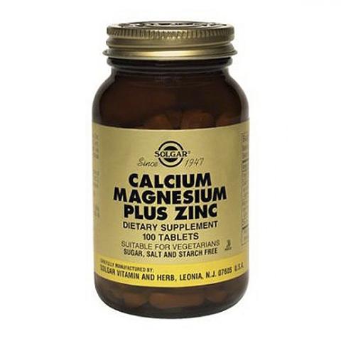 Солгар Кальций-Магний-Цинк (100 таблеток)Здоровье<br>Solgar Calcium Magnesium Plus Zinc (Солгар Кальций-Магний-Цинк) <br>Формула препарата Solgar Calcium Magnesium Plus Zinc содержит три минерала, которые необходимы для формирования и защиты костной ткани. Кальций – строительный материал для костей, магний отвечает за равномерное распределение кальция в костной ткани, цинк принимает участие в синтезе коллагена. Дополнительно препарат Солгар Кальций-Магний-Цинк укрепляет нервную систему и способствует нормальной работе мышц. Формула добавки обеспечивает сбалансированное действие трех минералов и их максимальное усвоение организмом.<br>Активные компоненты: <br>кальций, магний и цинк в хелатной форме легко усваиваются организмом, поддерживают здоровье костей, зубов, мышц и нервной системы. <br>Не содержит глютена, сахара, пшеницы, сои, молочных продуктов, дрожжей, натрия, подсластителей.<br>Без консервантов.<br>Подходит для вегетарианцев.<br><br>Тип кожи: всех типов