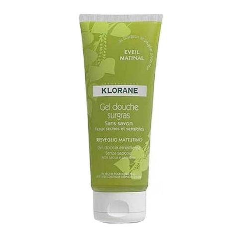 Клоран Гель для душа увлажняющий Бодрость (Туба 200 мл)Очищающие средства для тела<br>Klorane Gel douche surgras Eveil matinal (Клоран Гель для душа увлажняющий Бодрость) для всех типов кожи, сухой, чувствительной.<br>Гель для душа на основе экстракта тополиных почек имеет нейтральный уровень pH, обладает защитными свойствами и не содержит мыла. Клоран увлажняющий Гель для душа Дзенимееттающуютекстуруи формулу, наполненнуюувлажняющими компонентами. <br>Гель деликатно очищает и защищает кожу. Нотки цедры мандарина, лимона, грейпфрута в сочетании с ароматом жасмина дарят бодрящий заряд энергии на целый день.<br><br>Объем мл: 200<br>Тип кожи: всех типов, сухой, чувствительной