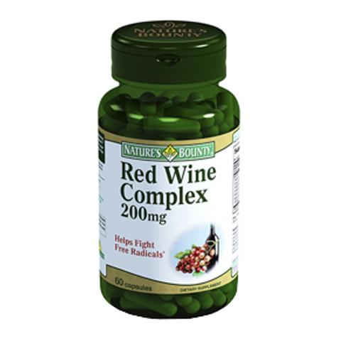 Нэйчес Баунти Комплекс красного вина 200мг (Банка 60 капсул)Здоровье<br>Natures Bounty Red Wine Complex 200 mg Capsules (Нэйчес Баунти Комплекс красного вина 200 мг) для повышения иммунитета и антиоксидантной защиты организма.<br>Желатиновые капсулы Natures Bounty Red Wine Complex 200 mg Capsules созданы специально для тех, кто хочет продлить молодость и укрепить здоровье. Комплекс, в который входят экстракты винограда мускатного и обычного, виноградных косточек и корня горца гребенчатого стимулирует работу иммунной системы, ускоряет клеточное обновление, активизирует так называемые «гены долголетия».<br>Нэйчес Баунти Комплекс красного вина 200 мг способствует обновлению коллаген-эластинового каркаса, за счет чего разглаживается и становится более упругой кожа, подтягивается овал лица.<br>В рекомендуемом суточном приеме: 180 мг витамина С, 10 мг антоцианов, 25,8 мг ресвератрола, 21 мг флавоноидов (гесперидина).<br>Активные компоненты:<br>экстракты корня горца гребенчатого и кожицы винограда обыкновенного богаты ресвератролем – мощнейшим антиоксидантом;<br>экстракт виноградных косточек повышает иммунитет и стрессоустойчивость организма, замедляет  старение клеток, препятствует развитию варикоза, восстанавливает эластичность кожи, разглаживает морщинки;<br>экстракт мускатного винограда улучшает формулу крови, ускоряет обменные процессы.<br>Без ГМО, сахара, соли, крахмала, молока, лактозы, глютена, сои, пшеницы, дрожжей, морепродуктов<br>Без подсластителей и консервантов<br><br>Тип кожи: всех типов