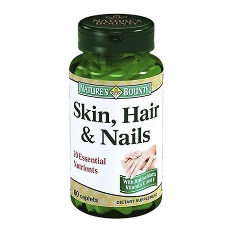 Нэйчес Баунти Кожа, Волосы, Ногти (Банка 60 капсул)Здоровье<br>Natures Bounty Skin, Hair&amp;Nails (Нэйчес Баунти Кожа, Волосы, Ногти). <br>Все необходимые для поддержания красоты нутриенты включены в уникальную формулу биологически активной добавки Natures Bounty Skin, Hair&amp;Nails. Препарат способствует выработке кератина, основного белка кожи, волос и ногтей, а также принимает участие в синтезе коллагена, который поддерживает упругость кожи. Комплекс витаминов и натуральных экстрактов улучшает структуру волос и ногтей, способствует обновлению клеток кожи. Нэйчес Баунти Кожа, Волосы, Ногти подарит вам красоту, которая начинается изнутри.<br>Активные компоненты: <br>L-цистеин – аминокислота, содержит серу и входит в состав кератина, улучшает текстуру кожи, способствует синтезу коллагена; <br>экстракты хвоща и бамбука – натуральные источники кремния, который улучшает структуру ногтей и волос; <br>витамин В6 способствует правильному формированию новых клеток; <br>биотин (витамин В7) участвует в синтезе серосодержащих аминокислот, а также выработке коллагена, предотвращает сухость кожи; <br>инозитол необходим для синтеза белка. <br>Без консервантов<br>Не содержит сахара, подсластителей, глютена, лактозы.<br><br>Тип кожи: всех типов