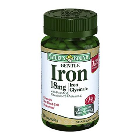 Нэйчес Баунти Легкодоступное железо 18мг (Банка 60 капсул)Здоровье<br>Natures Bounty Gentle Iron 18 mg Iron Glycinate Capsules (Нэйчес Баунти Легкодоступное железо 18 мг) для профилактики и лечения железодефицитной анемии.<br>Препарат Natures Bounty Gentle Iron 18 mg Iron Glycinate Capsules стимулирует синтез гемоглобина, за счет чего улучшается клеточное дыхание, ускоряются процессы регенерации тканей. Получая больше кислорода, все органы начинают активнее работать. Перестает кружиться и болеть голова, исчезает тошнота, нормализуется сердечный ритм, повышаются физические и умственные способности, улучшается состояние кожи и цвет лица, укрепляются волосы и ногти.<br>Капсулы Нэйчес Баунти Легкодоступное железо 18 мг содержат железо в легко усваиваемой форме бисглицината, поэтому их прием не вызывает изжоги и проблем с работой кишечника.<br>Активные компоненты:<br>бисглицинат железа повышает концентрацию гемоглобина в крови;<br>витамин С активизирует иммунную защиту организма, борется со свободными радикалами, стимулирует обновление клеток;<br>витамин В-12 и фолиевая кислота необходимы для увеличения выработки эритроцитов и их полного созревания.<br>Без сахара, соли, крахмала, молока, лактозы, глютена, сои, пшеницы, дрожжей, морепродуктов<br>Без искусственных подсластителей, консервантов<br><br>Тип кожи: всех типов