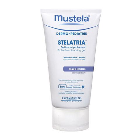 Мустела Стелатрия Гель очищающий защитный (Туба 150 мл)Для детей<br>Mustela Stelatria Gel lavant protecteur (Мустела Стелатрия Гель очищающий защитный) для всех типов кожи, включая чувствительную и раздраженную.<br>Гель Mustela Stelatria Gel lavant protecteur создан специально для ежедневного гигиенического ухода за чувствительной кожей лица и тела, раздраженными участками, зоной под подгузником с первых дней жизни. Мягкая моющая основа не сушит и не раздражает нежную кожу и слизистые оболочки. Запатентованный комплекс BioEcolia, соли цинка и меди восстанавливают здоровый баланс микрофлоры, экстракт Алоэ Вера ускоряет заживление повреждений эпидермиса. Мустела Стелатрия Гель очищающий защитный протестирован дерматологами под контролем педиатров. Сразу после его применения успокаивается зуд, исчезает чувство стянутости, уходит краснота. Нелипкая, нежирная воздухопроницаемая пленка сохраняет влагу, минимизирует риск внешнего инфицирования и аллергических реакций.<br>Активные компоненты:<br>коко-глюкозид и динатрия кокоил глутамат образуют приятную бархатистую пену и очищают кожу, не вызывая раздражения и стянутости;<br>запатентованный комплекс BioEcolia нормализует состав кожной микрофлоры;<br>комплекс микроэлементов (цинк+медь+марганец) подавляет развитие патогенных бактерий и микроорганизмов, восстанавливает здоровую структуру кожи;<br>экстракт листьев Алоэ Вера снимает воспаление, успокаивает, увлажняет, смягчает и заживляет кожу.<br><br>Объем мл: 150<br>Тип кожи: всех типов, чувствительной