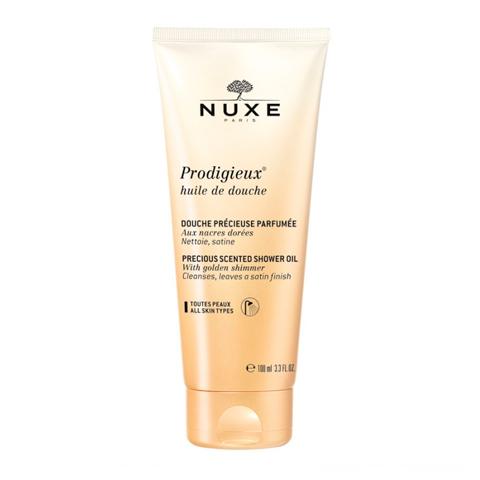 Нюкс Продижьёз Масло для душа (Туба 100 мл)Очищающие средства для тела<br>Nuxe Prodigieux Shower Oil (Нюкс Продижьёз Масло для душа) для всех типов кожи.<br>Великолепное Масло для душа Нюкс Продижьёз в компактном формате теперь всегда будет с собой! Nuxe Prodigieux Shower Oil с золотистыми перламутровыми частицами превращается в шелковистую мягкую пену и бережно очищает кожу, оставляя на коже легкое сияние и благоухание. Легендарный аромат, узнаваемый из тысячи духов, и изысканная текстура подарят невероятное удовольствие от использования. <br>Активные компоненты:<br><br>Масло миндаля питает, придает мягкость и комфорт;<br>Мягкие очищающие компоненты бережно удаляют загрязнения с кожи, не раздражая ее;<br>Витамин Е оказывает антиоксидантное действие и поддерживает кожу в здоровом состоянии;<br>Ароматическая композиция (цветок апельсина, магнолия, ваниль) оставляет на коже роскошный аромат.<br><br>Объем мл: 100<br>Тип кожи: всех типов
