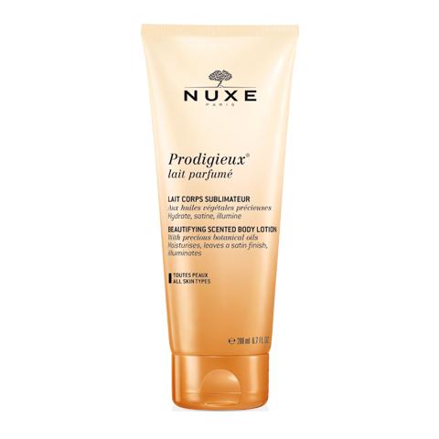 Нюкс Продижьёз Молочко для тела парфюмированное (Туба 200 мл)Уход за телом<br>Nuxe Prodigieux Lait Parfum? (Нюкс Продижьёз Молочко для тела парфюмированное) для всех типов кожи.<br>Подарите своей коже нежный аромат и бережный уход с Нюкс Продижьёз Молочко для тела парфюмированное. Это ароматное молочко содержит ценные растительные масла, которые делают кожу атласной, наполняют ее сиянием, увлажняют и смягчают. Гладкая, бархатистая и нежная кожа приобретает чувственный аромат с нотками апельсина, ванили и магнолии. Nuxe Prodigieux Lait Parfum? содержит 91% натуральных ингредиентов.<br>Активные компоненты:<br>натуральные масла камелии, аргана, сладкого миндаля, ореха макадамия, лесного ореха, бораго увлажняют, разглаживаютисмягчают, дарят коже упругость;<br>глицерин смягчает, защищает и увлажняет кожу.<br><br>Объем мл: 200<br>Тип кожи: всех типов