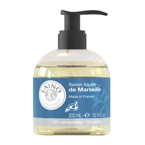 Лено Мыло Марсельское жидкое (Флакон с помпой 300 мл)Очищающие средства для тела<br>История Марсельского мыла насчитывает несколько веков. Этот уникальный продукт на 72 % состоит из оливкового масла. Сегодня это мыло широко используется по всему миру и является символом чистоты и красоты. Мыло богато глицерином и растительными маслами. Оно не раздражает, не сушит кожу и отлично справляется с загрязнениями, гарантируя высокую переносимость.<br><br>Объем мл: 300<br>Тип кожи: всех типов