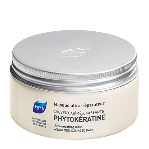 Фито Фитокератин Маска интенсивное восстановление (Банка 200 мл)Маски для волос<br>Phyto Phytokeratine Reparative mask (Фито Фитокератин Маска интенсивное восстановление) для всех типов волос.<br>Маска восстанавливает тусклые, жесткие, хрупкие с секущимися кончиками, слабо реагирующие на классический уход волосы.<br>Использование химических ингридиентов, тепловая обработка, негативное воздействие солнечных лучей приводит к обезвоживанию, повреждению кортекса, потере пигмента. Структура волос становится неоднородной, и это ведет к спутыванию волос.<br>Фитокератин - первая программа восстановления поврежденных и хрупких волос с помощью керато-филлера обеспечивает:<br>Мгновенное восстановление поврежденных волос;<br>Восполнение недостающих веществ для укрепления волос;<br>Глубокое увлажнение изнутри;<br>Ваши волосы сильные и эластичные;<br>Блеск и шелковистость ваших волос, которые заметны с первого применения.<br><br>Объем мл: 200<br>Тип кожи: всех типов