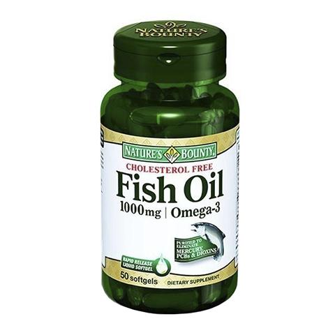 Нэйчес Баунти Рыбий жир 1000мг, Омега-3 (50 капсул)Здоровье<br>Natures Bounty Fish Oil 1000 mg Omega-3 (Нэйчес Баунти Рыбий жир 1000 мг, Омега-3). <br>Полиненасыщенные жирные кислоты Омега-3 – незаменимые вещества, которые необходимы для нашего здоровья. Поскольку они не синтезируются организмом, то ежедневно должны употребляться вместе с пищей. Natures Bounty Fish Oil 1000 mg Omega-3 содержит рыбий жир, натуральный источник Омега-3. Употребление препарата поможет предотвратить возрастное ухудшение зрения, атеросклероз, сердечно-сосудистые заболевания, справиться с депрессией, поддержать здоровье и красоту кожи, волос, ногтей. Омега-3 являются важным структурным компонентом клеточных мембран, от свойств которых зависят многие процессы в организме: передача нервных сигналов, эффективность работы мозга, сердца. Прием препарата Нэйчес Баунти Рыбий жир 1000 мг, Омега-3 нормализует работу нервной системы, облегчает состояние при заболеваниях суставов, борется с воспалением, улучшает память и концентрацию внимания.<br>Активные компоненты: <br>полиненасыщенные жирные кислоты Омега-3 предотвращают нарушения в работе мозга, сердечно-сосудистой, иммунной, нервной систем, улучшают состояние кожи, волос, ногтей, поддерживают здоровье глаз. <br>Без консервантов<br>Не содержит сахара, подсластителей, лактозы, глютена.<br><br>Тип кожи: всех типов
