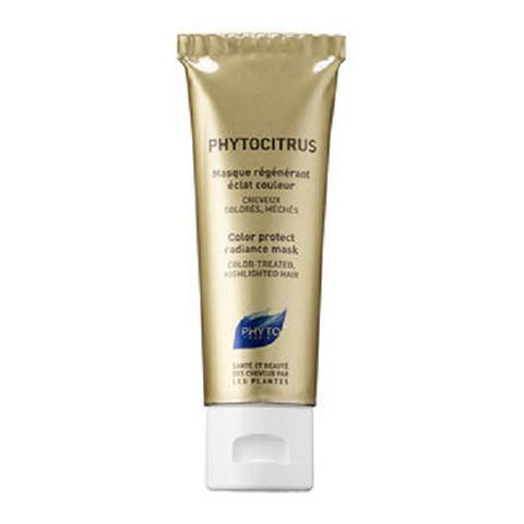 Фито Фитоцитрус Маска для окрашенных волос (Туба 50 мл)Маски для волос<br>Phyto Phytocitrus Vital radiance mask (Фито Фитоцитрус Маска для окрашенных волос) для всех типов волос.<br>Маска с растительными маслами и экстрактом грейпфрута. Разглаживает поверхность волоса, обеспечивая тем самым оптимальный блеск. Волосы становятся послушными и шелковистыми. Маска облегчает расчесывание и повышает устойчивость укладки, совершенно не утяжеляя волосы. Phyto Phytocitrus Vital radiance mask стимулирует и восстанавливает блеск, возвращает естественный уровень рН.<br>Активные компоненты:<br>масла иллипа и карите в сочетании с протеинами сладкого миндаля - восстанавливают и питают волосы, нормализуют поврежденную структуру волос, возвращаютустойчивость и упругость;<br>экстракт грейпфрута разглаживает поверхностные чешуйки волос, фиксируют цвет, возвращает естественный рН, обеспечивая тонус и блеск волосам после окрашивания или завивки;<br>экстракт ягод облепихи – мощный антиоксидант, выводит токсины из кожи.<br>Рекомендуется использовать после каждого мытья волос, высушенных в результате окрашивания, обесцвечивания или химической завивки.<br><br>Объем мл: 50<br>Тип кожи: всех типов