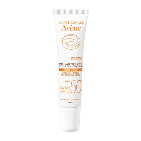 Авен Крем солнцезащитный для чувствительных зон SPF 50+ (Тюбик 15 мл)Лечение купероза<br>Avene Very high protection cream for sensitive areas SPF 50+ (Авен Крем солнцезащитный для чувствительных зон SPF 50+) для чувствительной кожи всех типов.<br>Крем Авен для чувствительных зон разработан специально для особочувствительных участков лица, для поврежденной и раздраженной кожи. Рекомендуется после хирургических вмешательств или при свежих рубцах, при непереносимости химических фильтров и ароматизаторов. Не рекомендуется применять после ре-эпидермизации.<br>Avene Very high protection cream for sensitive areas эффективно защищает от всего спектра  ультрафиолетового излучения (короткие и длинные УФ-А и УФ-Б лучи), обладает отличной фотостабильностью и водостойкостью, хорошо переносится. Имеет кремообразную текстуру с легким оттенком. Для удобства применения тюбик имеет насадку-аппликатор.<br>Активные компоненты:<br>термальная вода Авен успокаивает, снимает зуд и раздражение;<br>титана диоксид обеспечивает 100% минеральную фотозащиту;<br>претокоферил, фотостабильный предшественник витамина Е, укрепляет защитный барьер эпидермиса, обладает антиоксидантными свойствами.<br><br>Объем мл: 15<br>Тип кожи: чувствительной