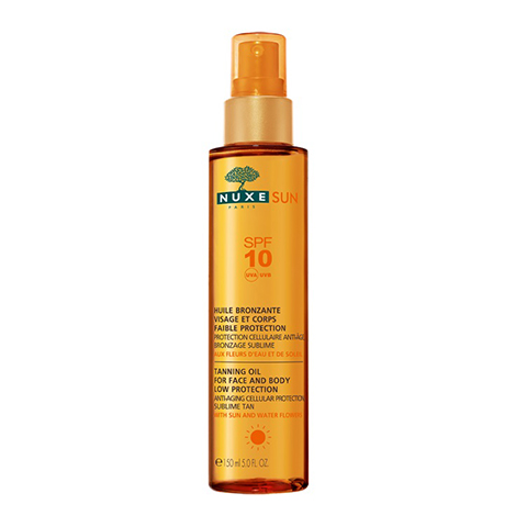 Нюкс Сан Масло тонирующее для лица и тела с низкой степенью защиты SPF 10 (Флакон 150 мл)Солнцезащитные средства<br>Тонирующее маслослегкойстепенью защиты от солнцапредохраняет вашу кожу от фотостарения, при этом активизирует появлениеестественного загара, успокаивает кожу лица и тела, препятствуя появлению покраснений, вызванных воздействием солнца. Питаетвашу кожу, не оставляя ощущения пленки.<br>Основные свойствамасла:<br>комплекснаязащита от солнца для лица и тела<br>?предотвращение старения кожи<br>активизация естественного загара<br>увлажнение<br>удобное нанесение<br>быстрое впитывание, без следов на коже<br>Водостойкое, некомедогенное, не содержит спирта и консервантов.<br><br>Объем мл: 150<br>Тип кожи: всех типов